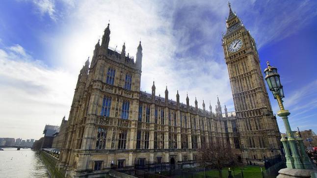 البرلمان البريطاني يعتزم تغليظ عقوبة المتورطين بحيازة مواد حارقة للسجن مدى الحياة