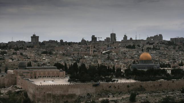 العاهل الأردني يتلقى اتصالا هاتفيا من ترامب للحديث حول نقل السفارة الامريكية إلى مدينة القدس