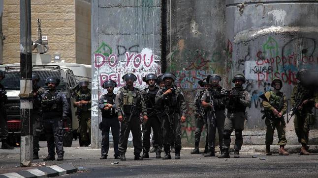 الاحتلال الإسرائيلي يستخدم القوة لتفريق وقفة احتجاجية لعشرات الفلسطينيين في القدس