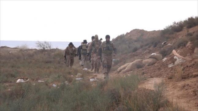 تنظيم الدولة يتقدم بدير الزور ويحاصر قوات النظام داخل المطار