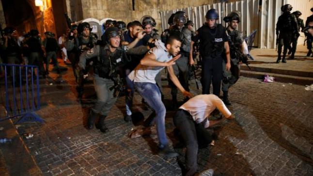 مدينة القدس تعيش حالة من الهدوء الحذر عقب اشتباكات ليلة أمس بين المصلين وجنود الاحتلال