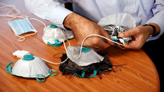 تصنيع كمامة تقضي على فيروس كورونا بشاحن الهاتف