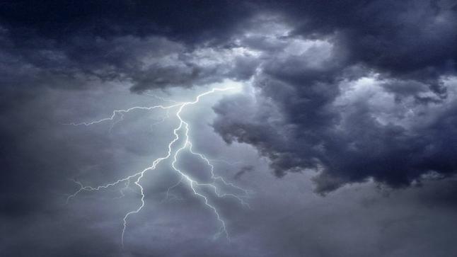 رياح مثيرة للغبار على معظم مناطق المملكة.. أمطار رعدية على منطقة الباحة