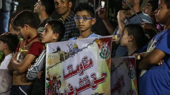 """تظاهرة داعمة لحركة حماس بقطاع غزة، ورافضة لوصف الرئيس الأمريكي لها بـ """"الإرهابية"""""""