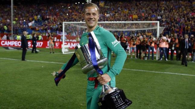 رسمياً تمديد عقد حارس برشلونة حتي صيف 2022