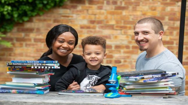 طفل عبقري يتقن ثلاث لغات بعمر الأربع سنوات ينضم الي منظمةمنسا