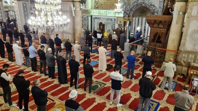 ألاف المصلين بالمسجد الأقصي بعد أعادة أفتتاحة بعد مرور 70 يوماً
