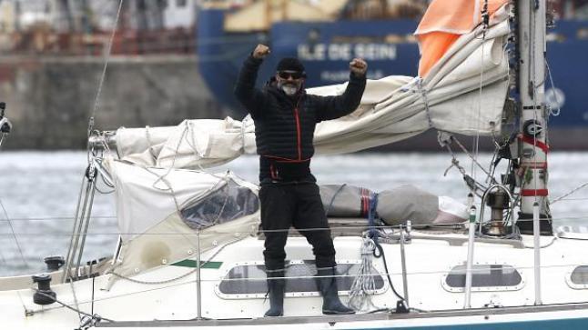 أرجنتيني يقضي ثلاث أشهر فالبحر لروية والديه