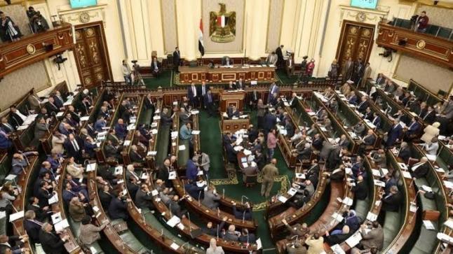 مطالبة البرلمان المصري بطرد سفير الوفاق … ردا على إهانة العمال