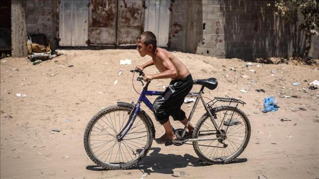 تفاقم معاناة سكان قطاع غزة المحاصر جراء موجة الحر وانقطاع الكهرباء