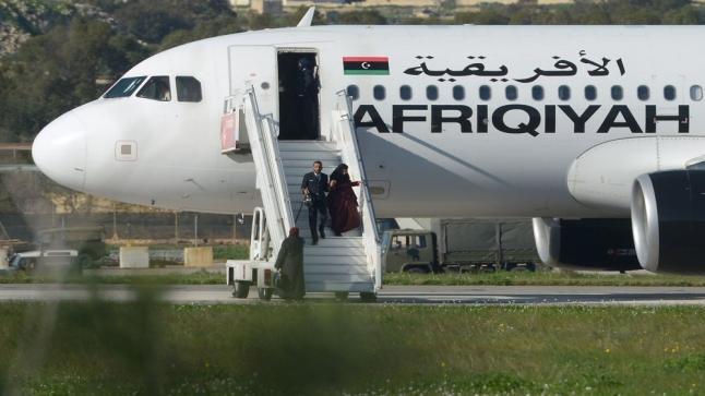 إستسلام خاطفي الطائرة الليبية للسلطات في مالطا