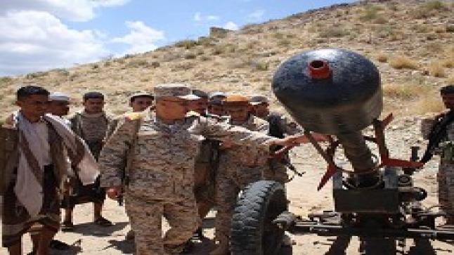 اليمن تشهد معارك شرسة في تعز حول معسكر التشريفات